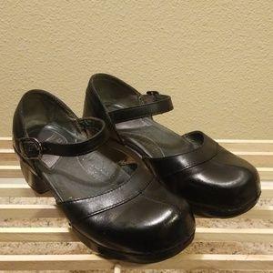 "Dansko Ankle Strap Black Leather Clogs 37 2.25"""